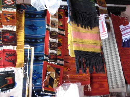 Tapetes_rugs_rebolsos_scarves_