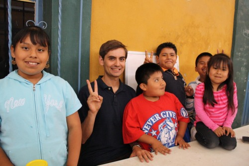 Chris_with_his_english_students_in_teotitlan_del_valle