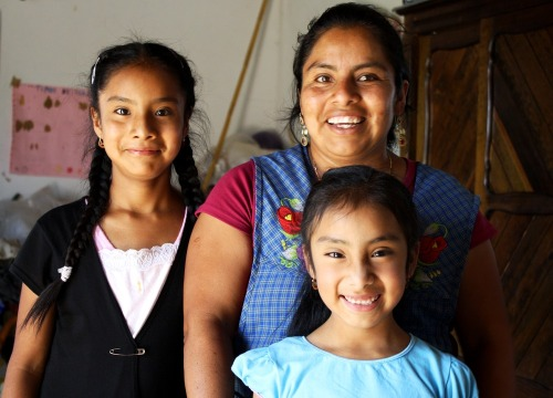 Alicia_and_daughters