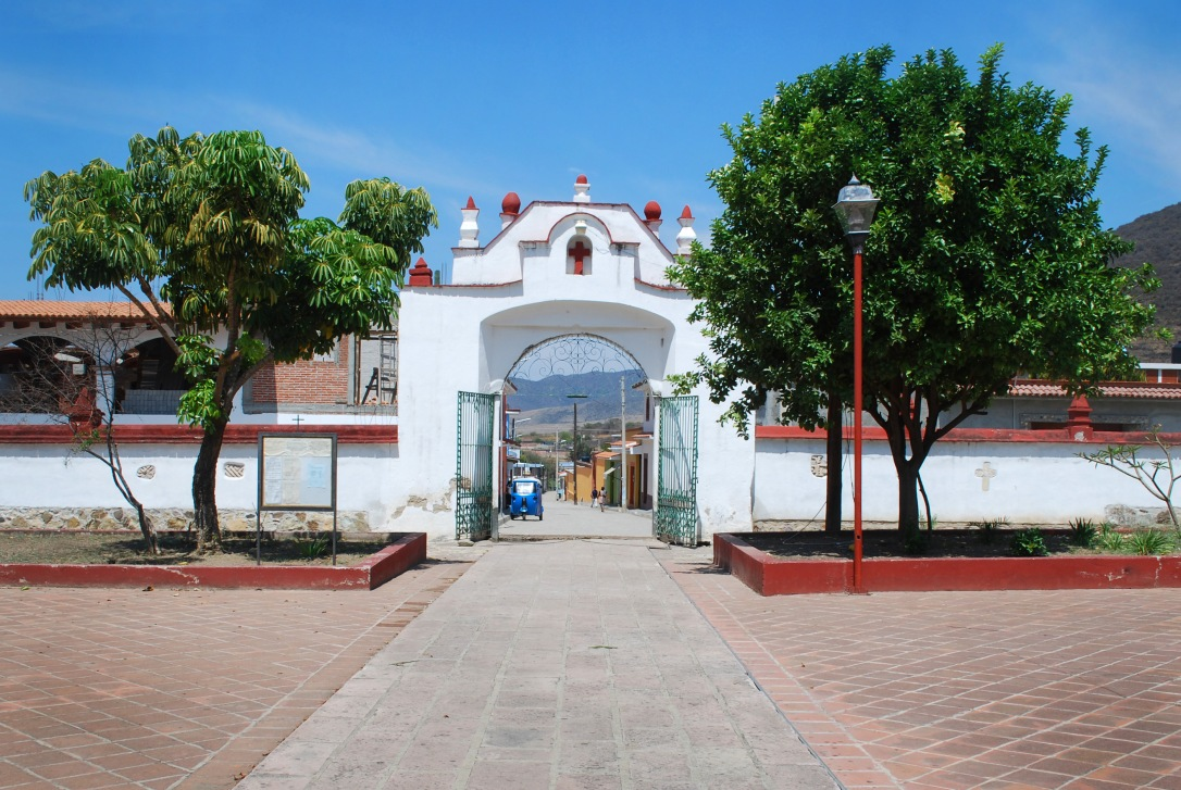 A view from Preciosa Sangre de Cristo to the main streets of Teotitlán del Valle.