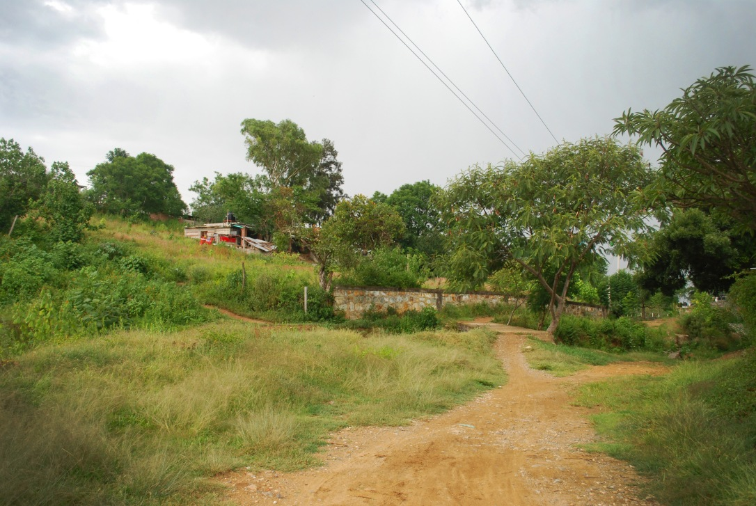 A view of the terrain on the way to the leather workshop of Claudia and Pedro.