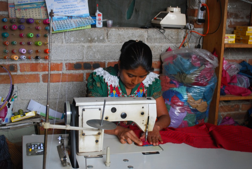 A Fundación En Vía borrower demonstrates her skills for her microloan-funded business.