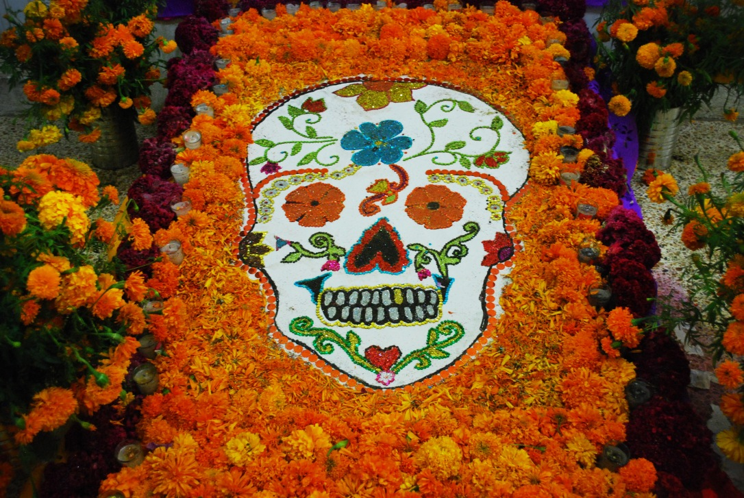 Tapete de muertos with flower skull.