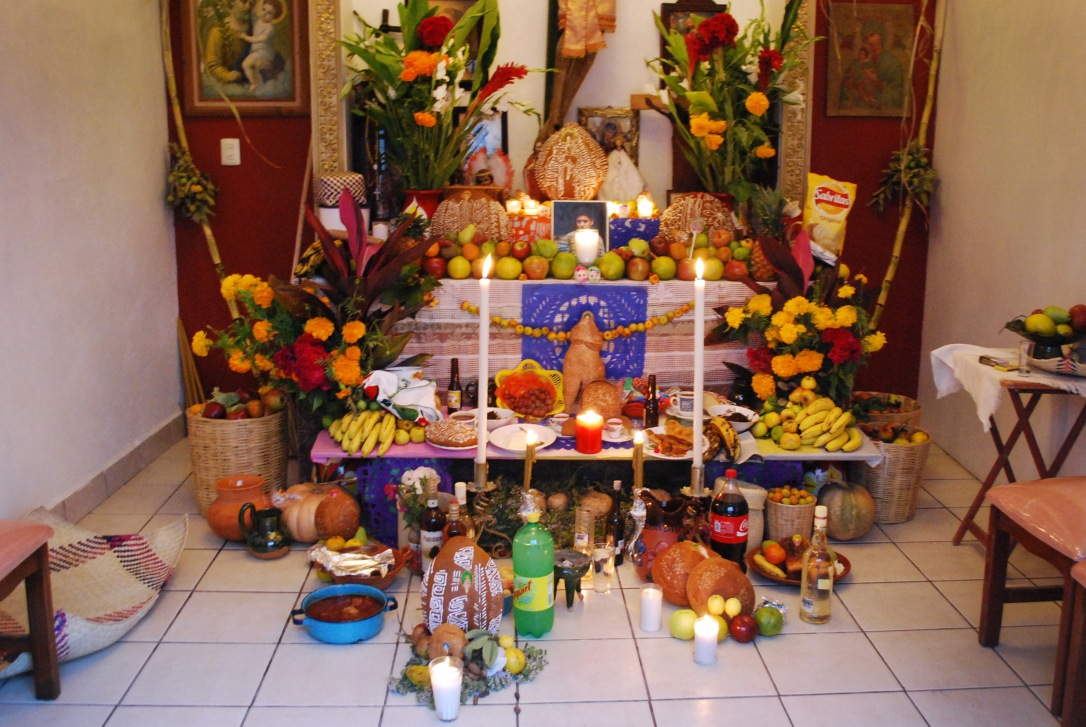 Family altar for muertos in the Méndez family home.