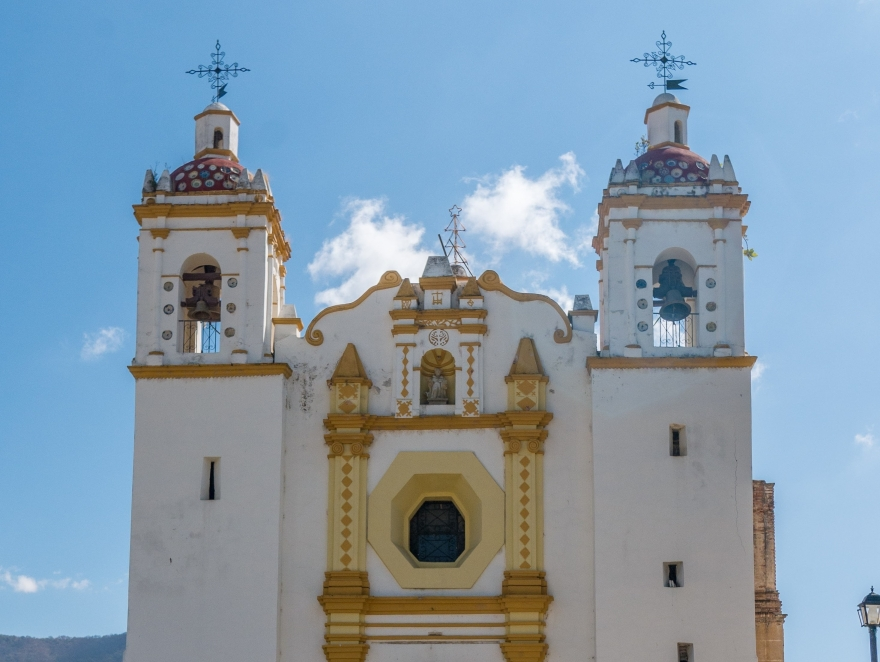 The church of Santo Domingo Tomaltepec on a clear, sunny day in front of a blue sky
